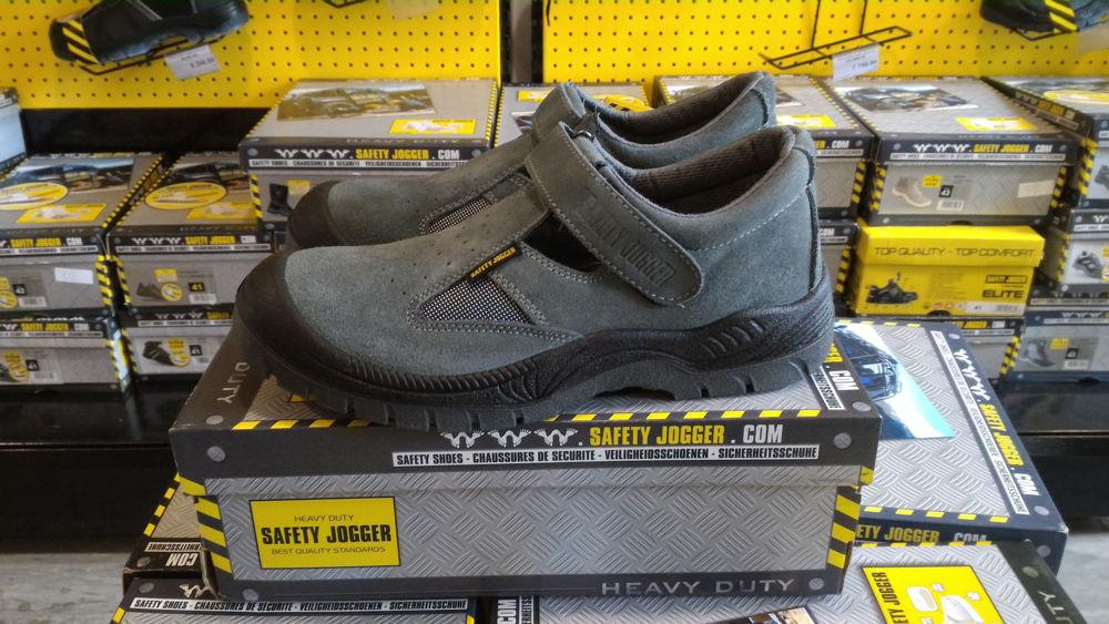 16ef90334 Несмотря на то, что обувь имеет вид обычных сандалий, модель не утратила  основные защитные функции рабочей обуви. В рабочих сандалиях используется  ...